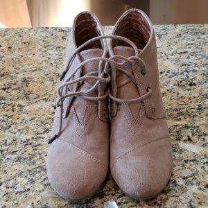 Toms Desert Wedge in Taupe Size 8.5